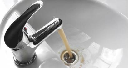 Почему из вашего крана течет мутная вода и как этого избежать?